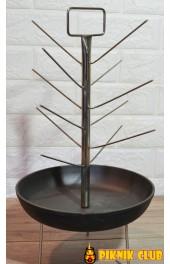 Елка с чугунной сковородкой диаметром 250 мм